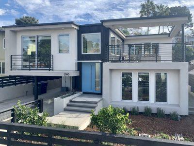 Contemporary single family custom home in Solana Beach